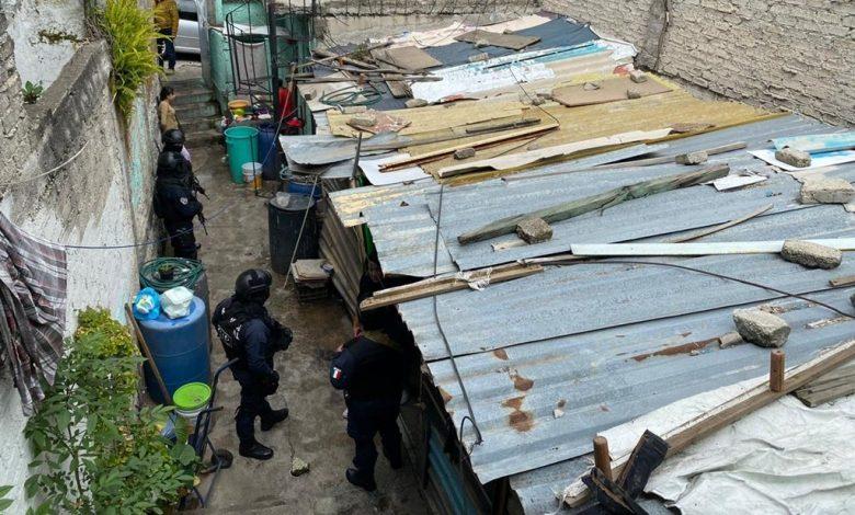 Catean casa de asaltante que disparó contra pasajero de una combi en Naucalpan